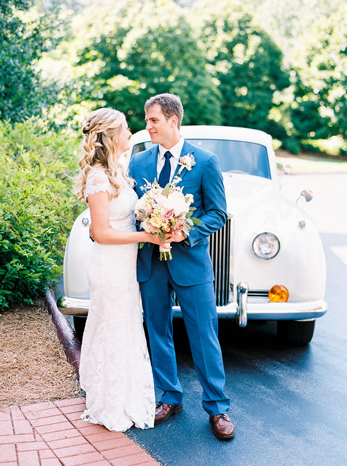 biltmore-romantic-spring-floral-blue-vintage-car-wedding-inspiration05