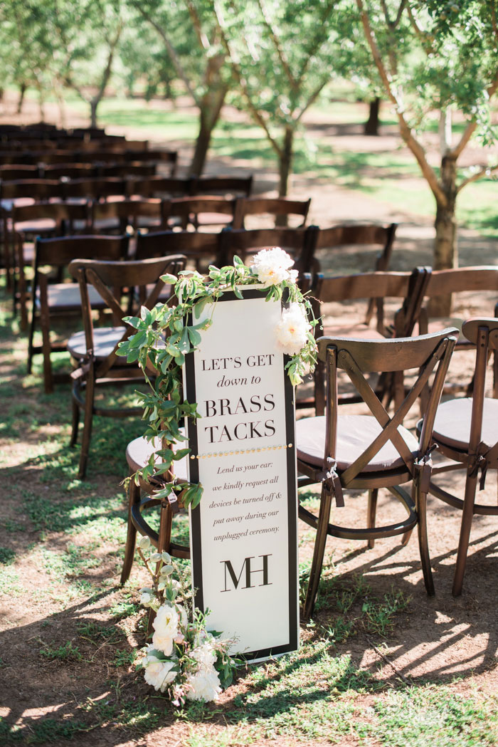 champagne-inspired-wedding-black-and-white-gold-typography-modern-inspiration26