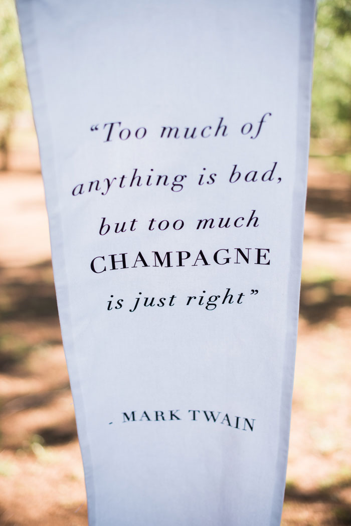 champagne-inspired-wedding-black-and-white-gold-typography-modern-inspiration28