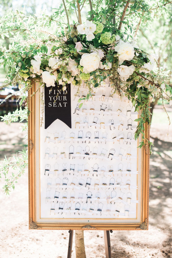 champagne-inspired-wedding-black-and-white-gold-typography-modern-inspiration31