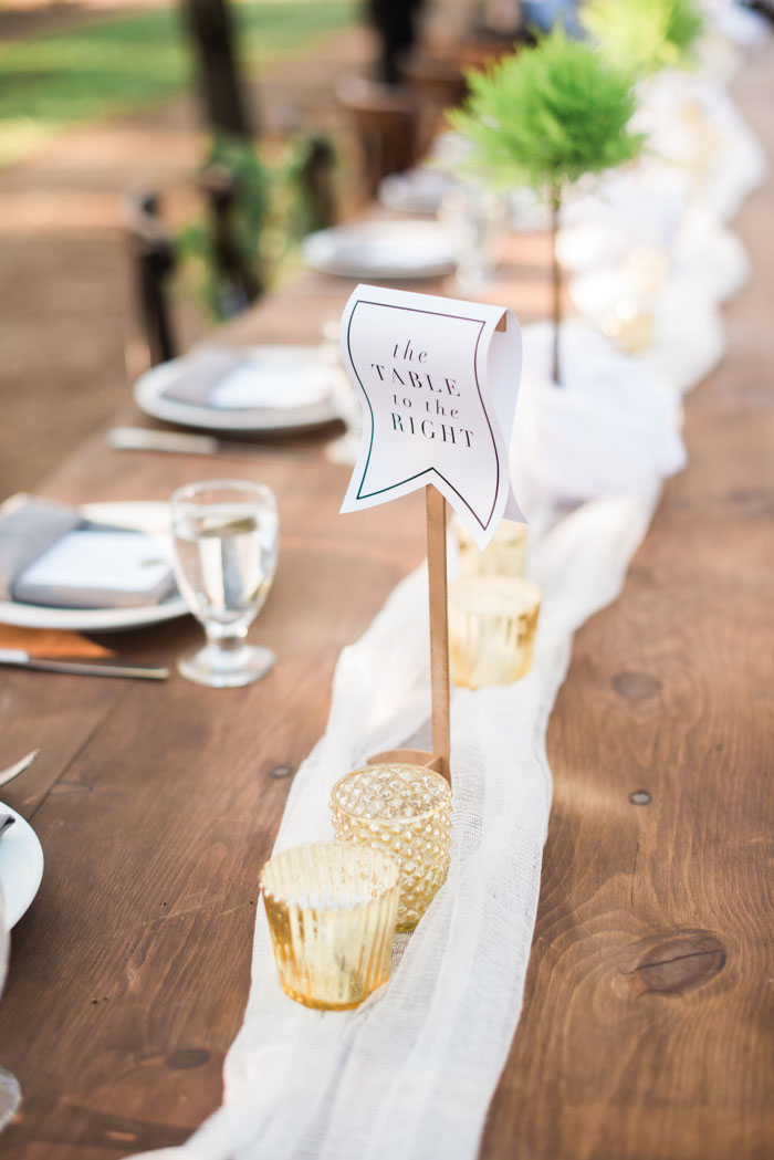 champagne-inspired-wedding-black-and-white-gold-typography-modern-inspiration49