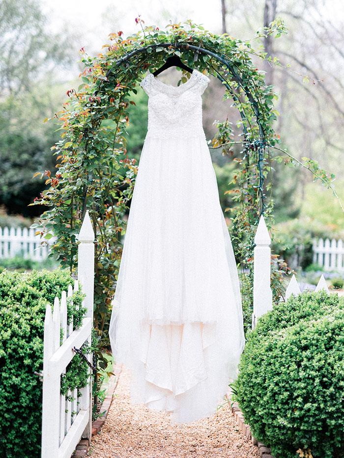 elegant-garden-inspiration-shoot-lavender-rustic45