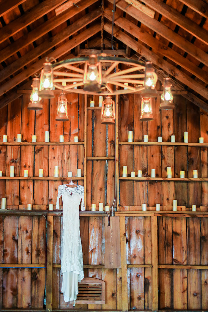 crooked-willow-farms-red-barn-colorado-pink-wedding-inspiration03