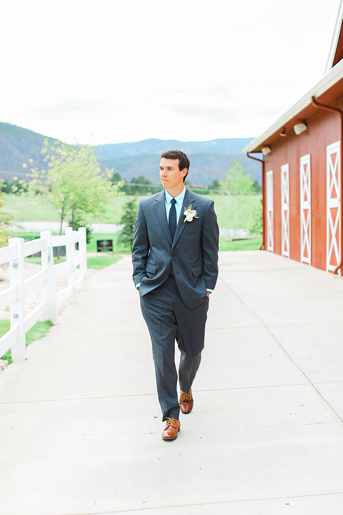 crooked-willow-farms-red-barn-colorado-pink-wedding-inspiration15