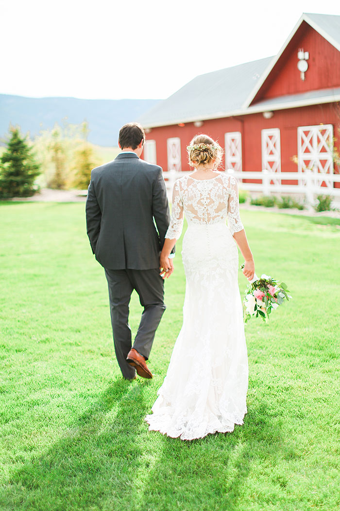 crooked-willow-farms-red-barn-colorado-pink-wedding-inspiration30