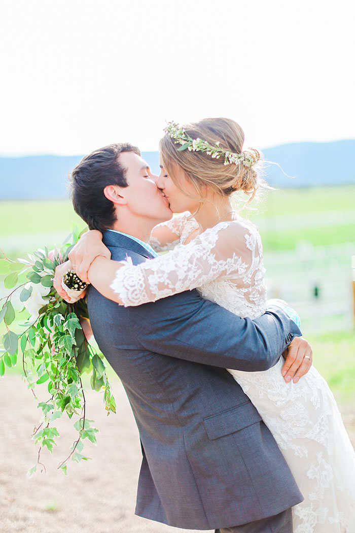 crooked-willow-farms-red-barn-colorado-pink-wedding-inspiration32