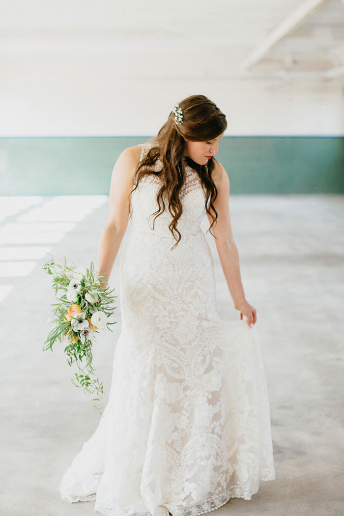 detroit-eco-friendly-gold-animal-forest-lace-wedding-inspiration18
