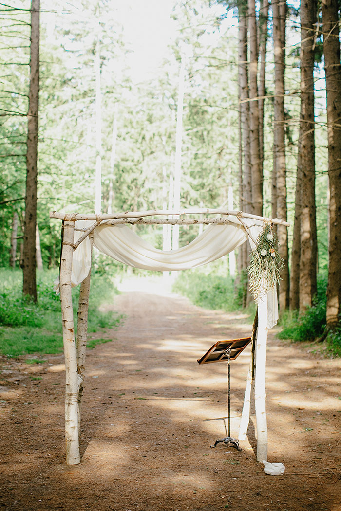 detroit-eco-friendly-gold-animal-forest-lace-wedding-inspiration21