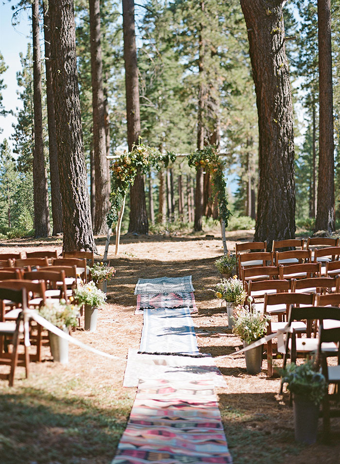 lake-tahoe-bearw-paw-lodge-rustic-wildflower-wedding-inspiration06