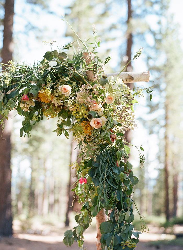 lake-tahoe-bearw-paw-lodge-rustic-wildflower-wedding-inspiration07