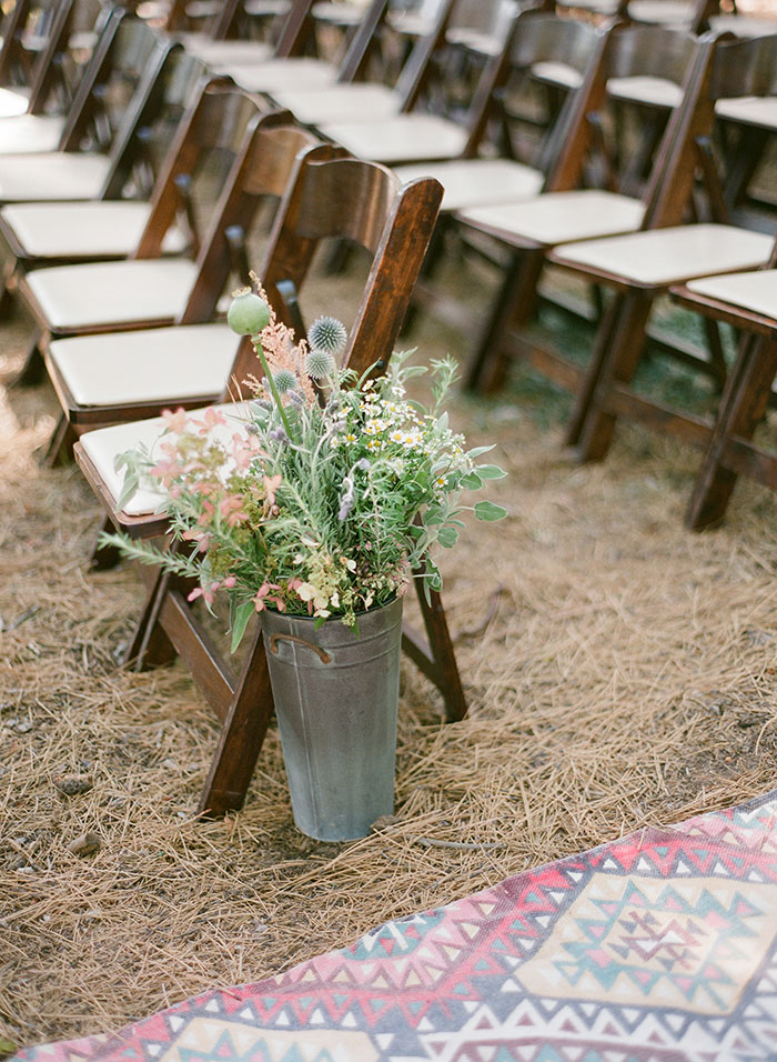 lake-tahoe-bearw-paw-lodge-rustic-wildflower-wedding-inspiration09