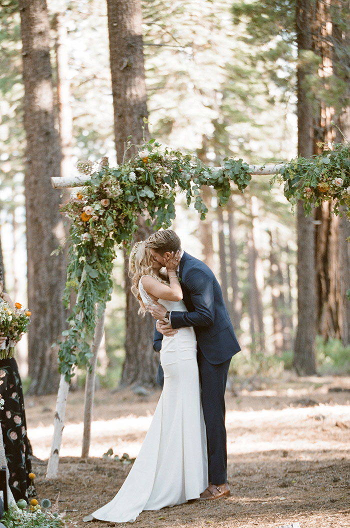 lake-tahoe-bearw-paw-lodge-rustic-wildflower-wedding-inspiration30