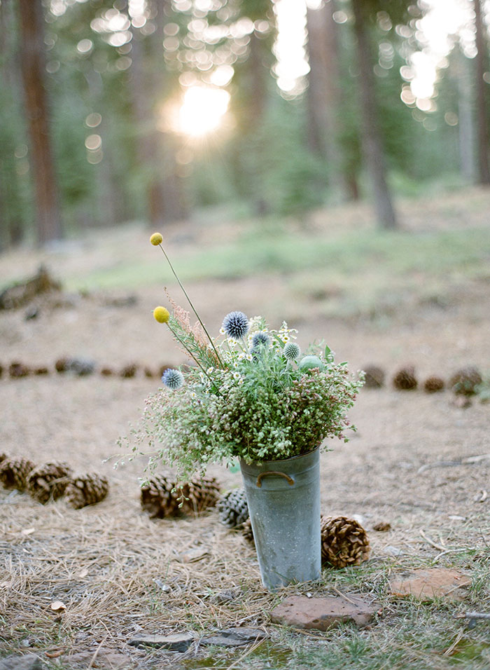 lake-tahoe-bearw-paw-lodge-rustic-wildflower-wedding-inspiration36