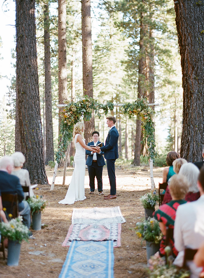lake-tahoe-bearw-paw-lodge-rustic-wildflower-wedding-inspiration40