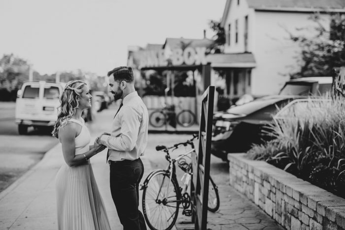 tremont-taphouse-modern-black-white-surprise-succulent-wedding-inspiration32