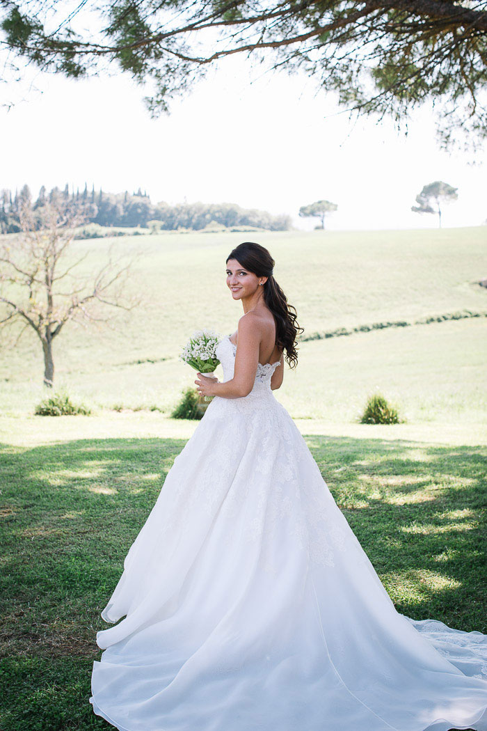 tuscany-italian-country-vineyard-white-wedding-inspiration03