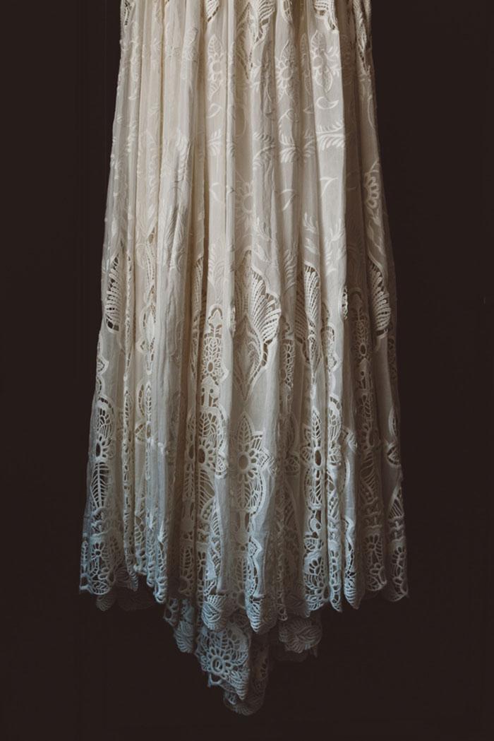 carondelet-house-moody-spooky-vintage-peony-wedding-inspiration00