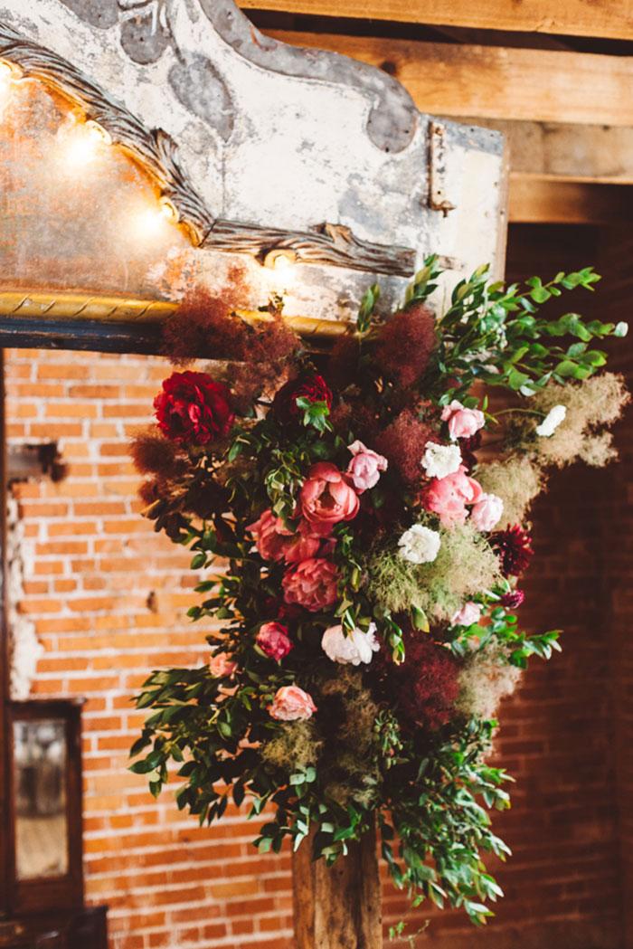 carondelet-house-moody-spooky-vintage-peony-wedding-inspiration26