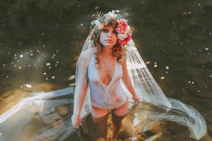 bell-hallow-romatic-moody-river-boudoir-shoot-dahlia-inspiration19