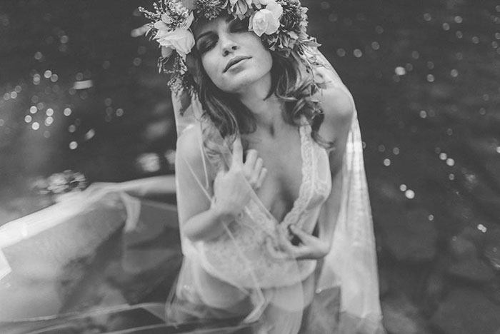 bell-hallow-romatic-moody-river-boudoir-shoot-dahlia-inspiration20
