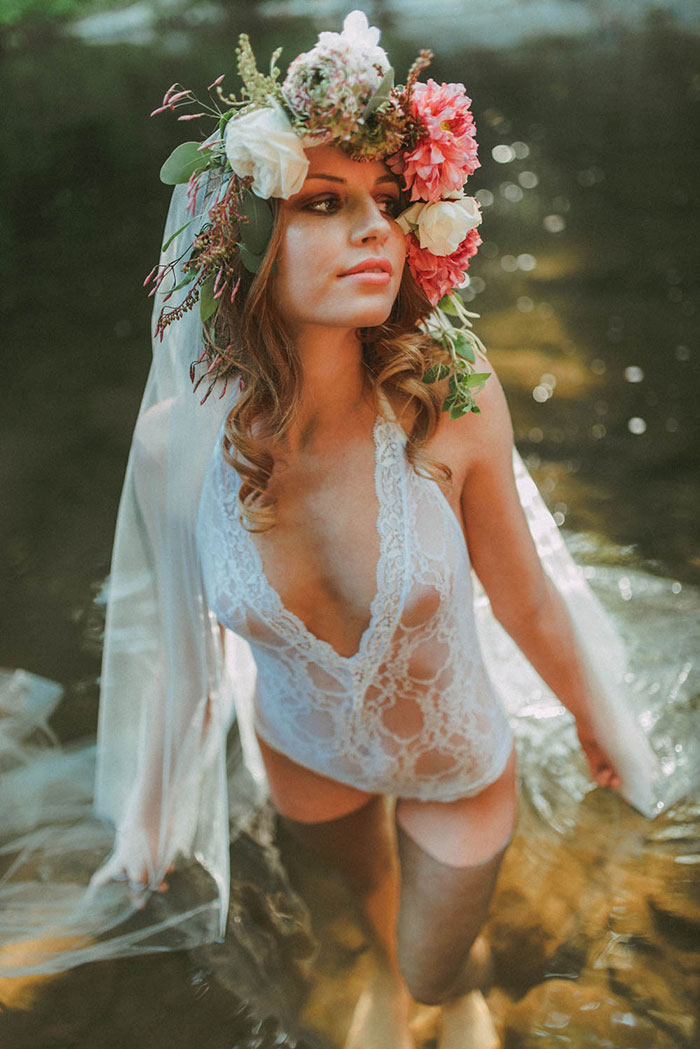 bell-hallow-romatic-moody-river-boudoir-shoot-dahlia-inspiration21