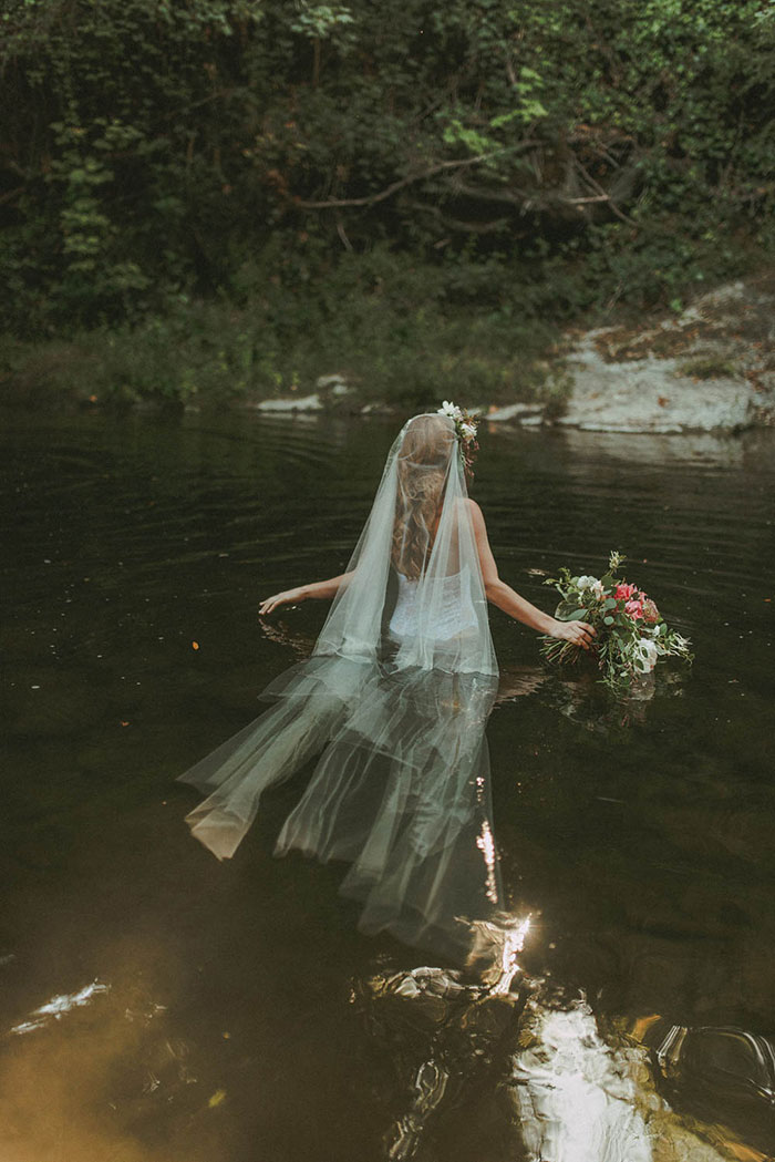 bell-hallow-romatic-moody-river-boudoir-shoot-dahlia-inspiration28