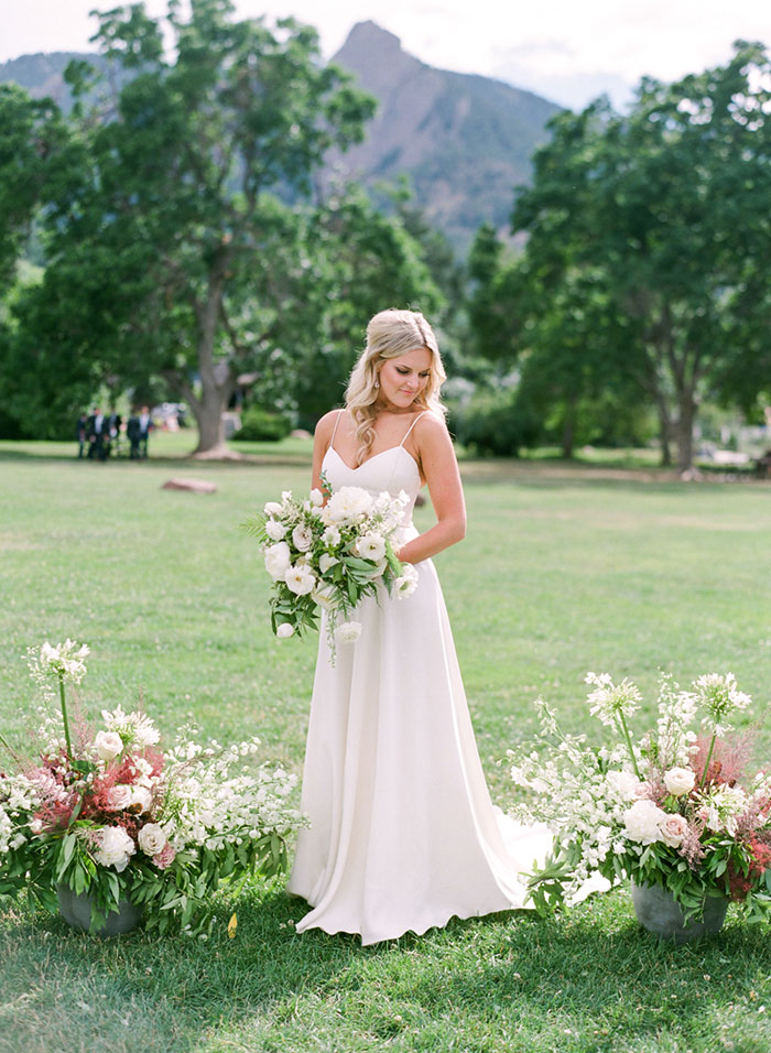 boulder-colorado-pink-blue-floral-wedding-inspiration09