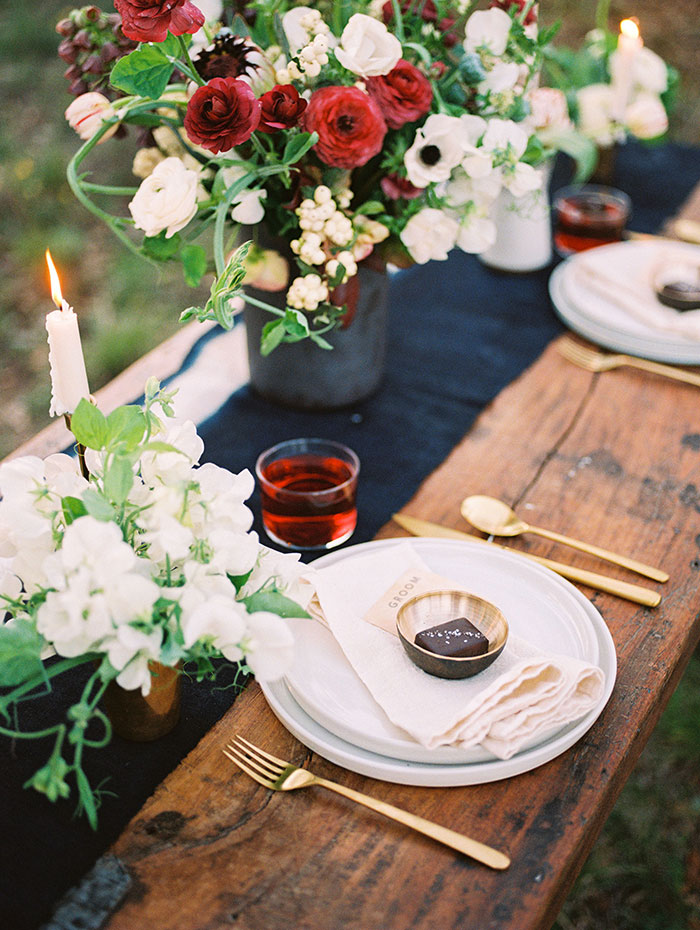 modern-masculine-leather-red-wedding-inspiration28