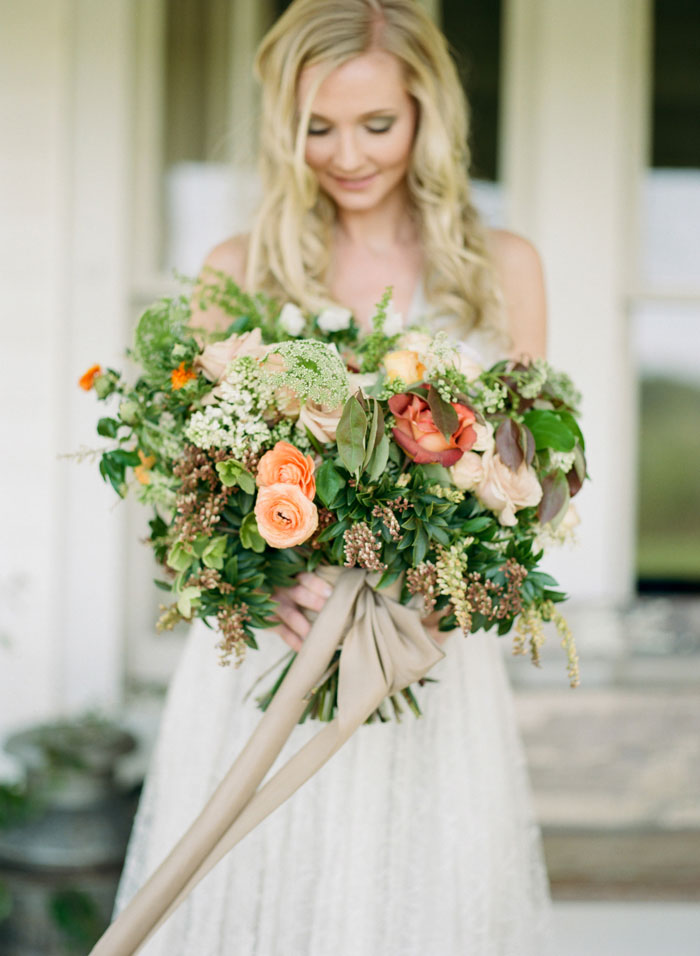newberry-manor-farmhouse-blue-peach-wedding-inspiration02