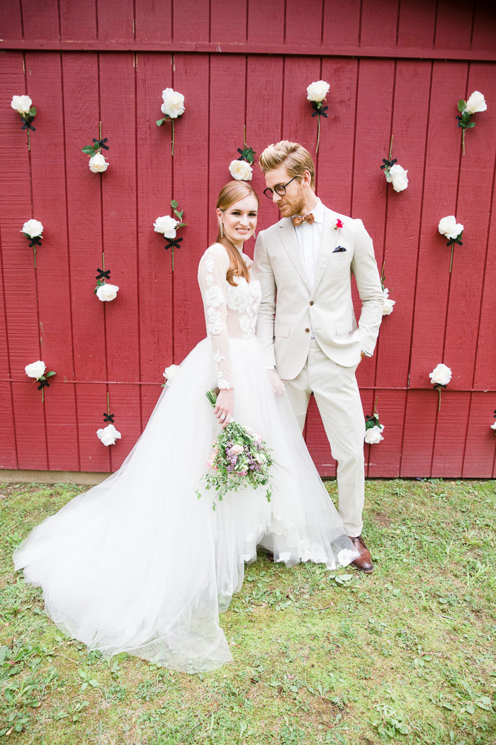 punchy-southern-red-barn-wedding-inspiration18
