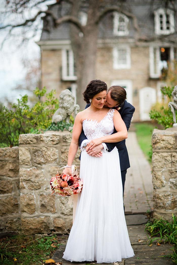the-inn-at-barley-sheaf-rustic-fall-farm-dahlia-wedding-inspiration03