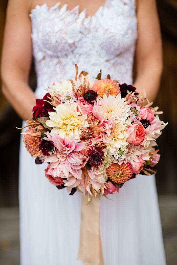 the-inn-at-barley-sheaf-rustic-fall-farm-dahlia-wedding-inspiration10