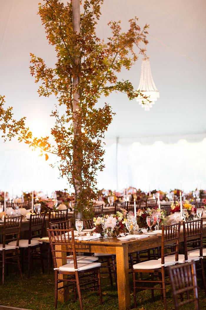 the-inn-at-barley-sheaf-rustic-fall-farm-dahlia-wedding-inspiration29