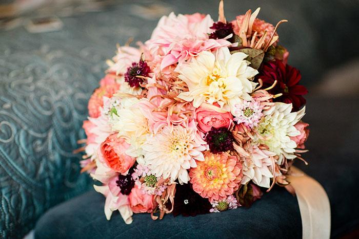 the-inn-at-barley-sheaf-rustic-fall-farm-dahlia-wedding-inspiration50