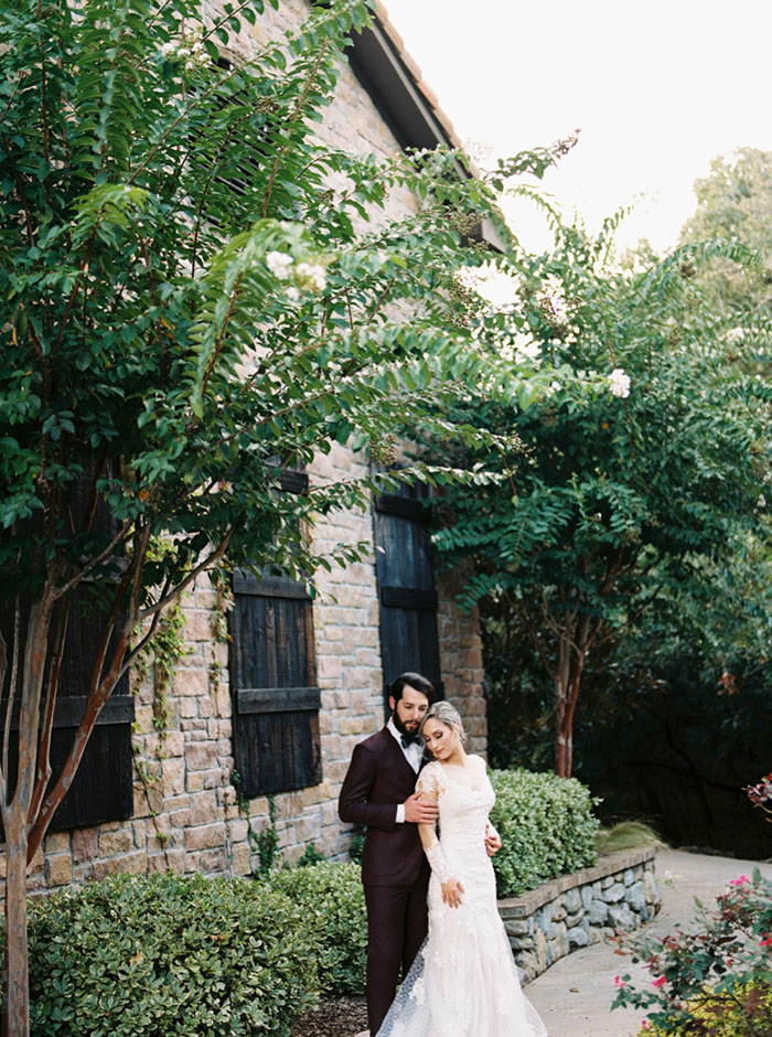 aristide-mansfield-dallas-fall-old-world-elegance-floral-wedding-inspiration01