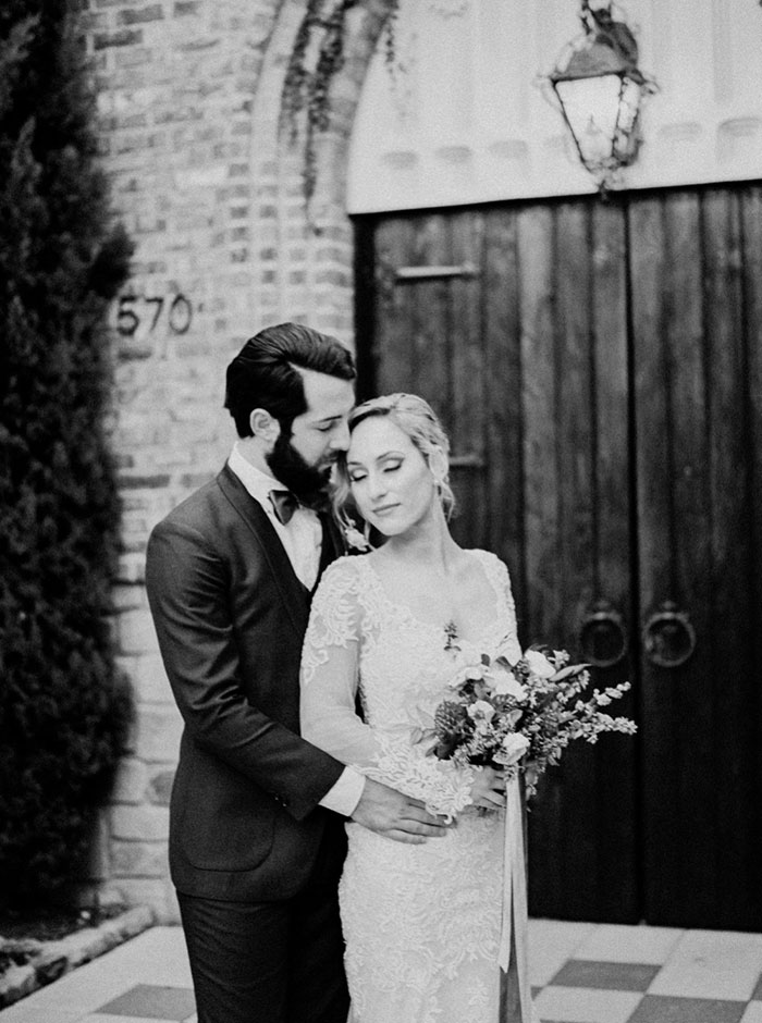 aristide-mansfield-dallas-fall-old-world-elegance-floral-wedding-inspiration15