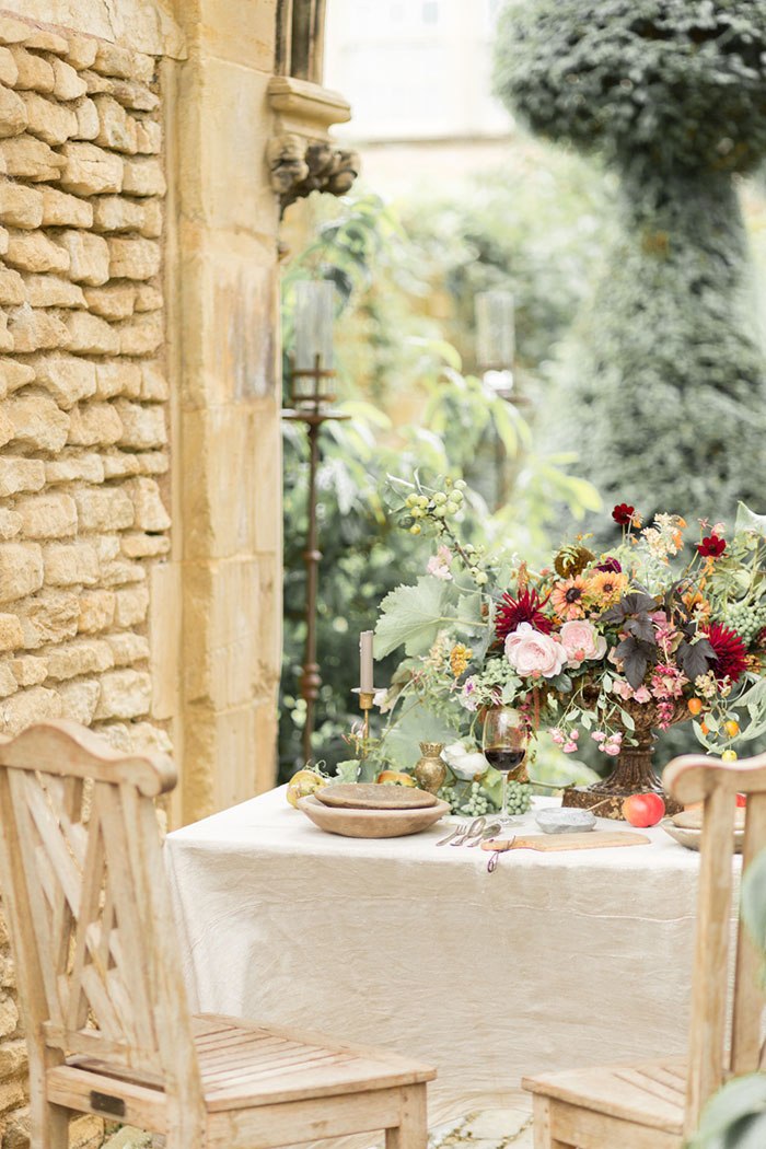 autumn-secret-garden-dahlia-european-wedding-inspiration01