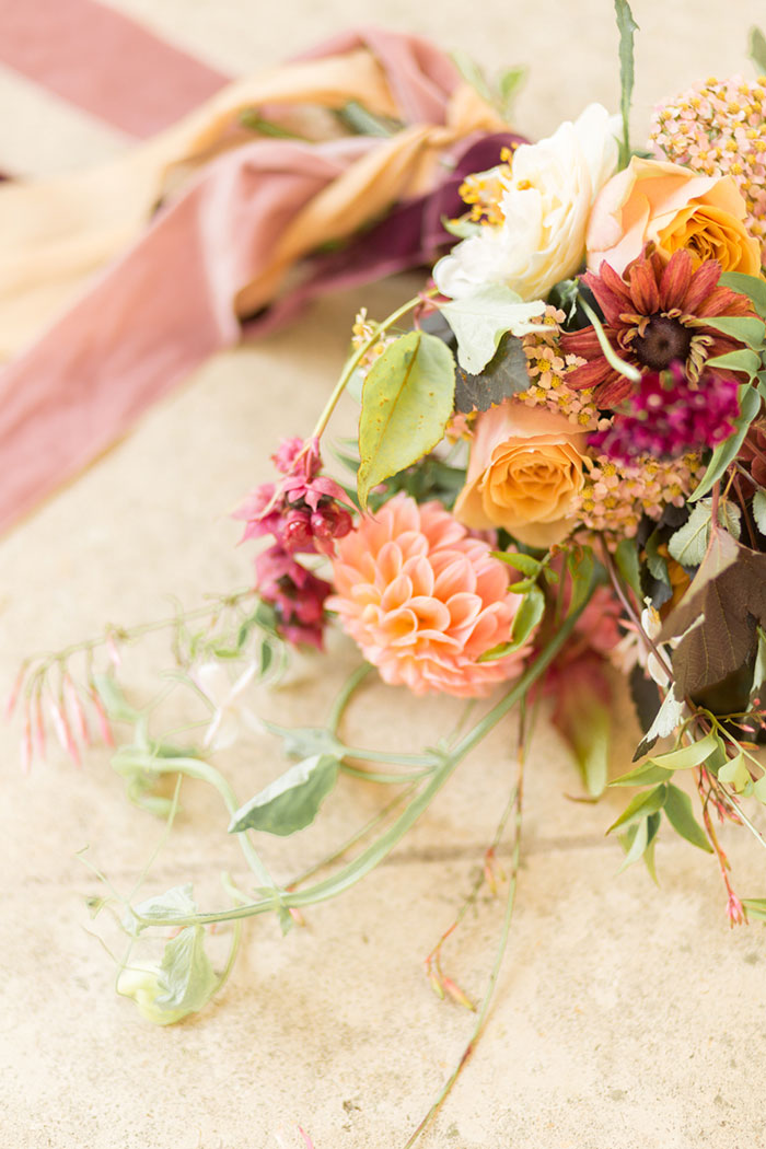 autumn-secret-garden-dahlia-european-wedding-inspiration10