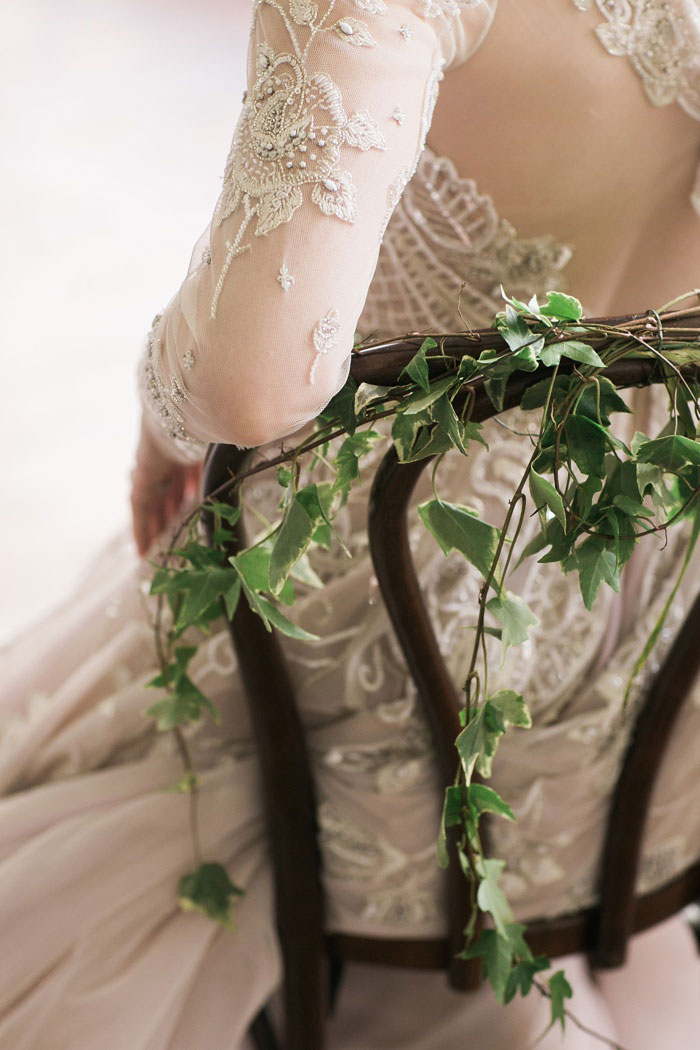 old-world-moody-fairy-tale-lush-floral-wedding-inspiration31