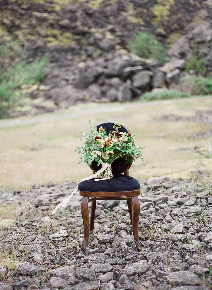 pacific-northwest-columbia-river-rustic-vintage-floral-blue-wedding-inspiration02
