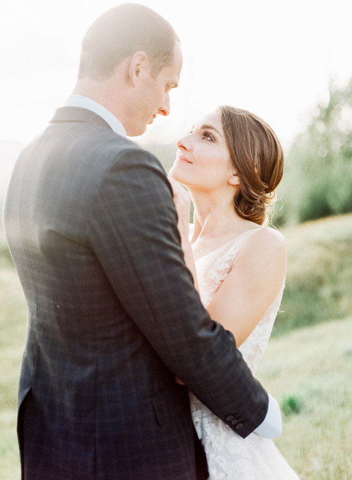 pacific-northwest-columbia-river-rustic-vintage-floral-blue-wedding-inspiration04