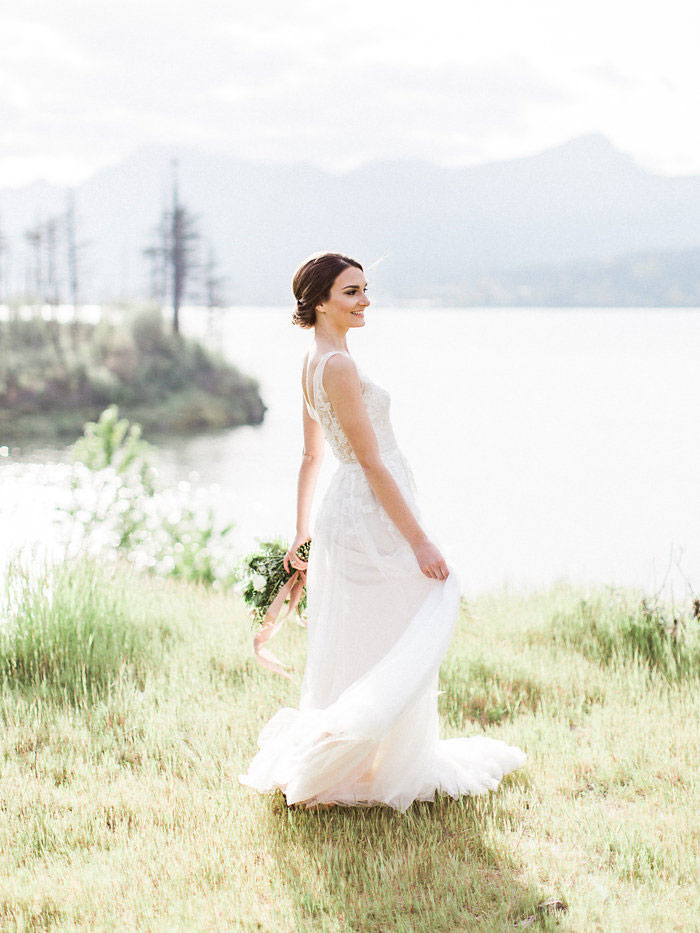 pacific-northwest-columbia-river-rustic-vintage-floral-blue-wedding-inspiration05