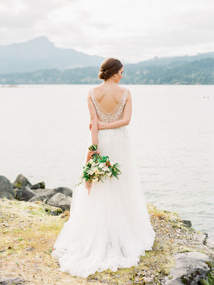 pacific-northwest-columbia-river-rustic-vintage-floral-blue-wedding-inspiration11
