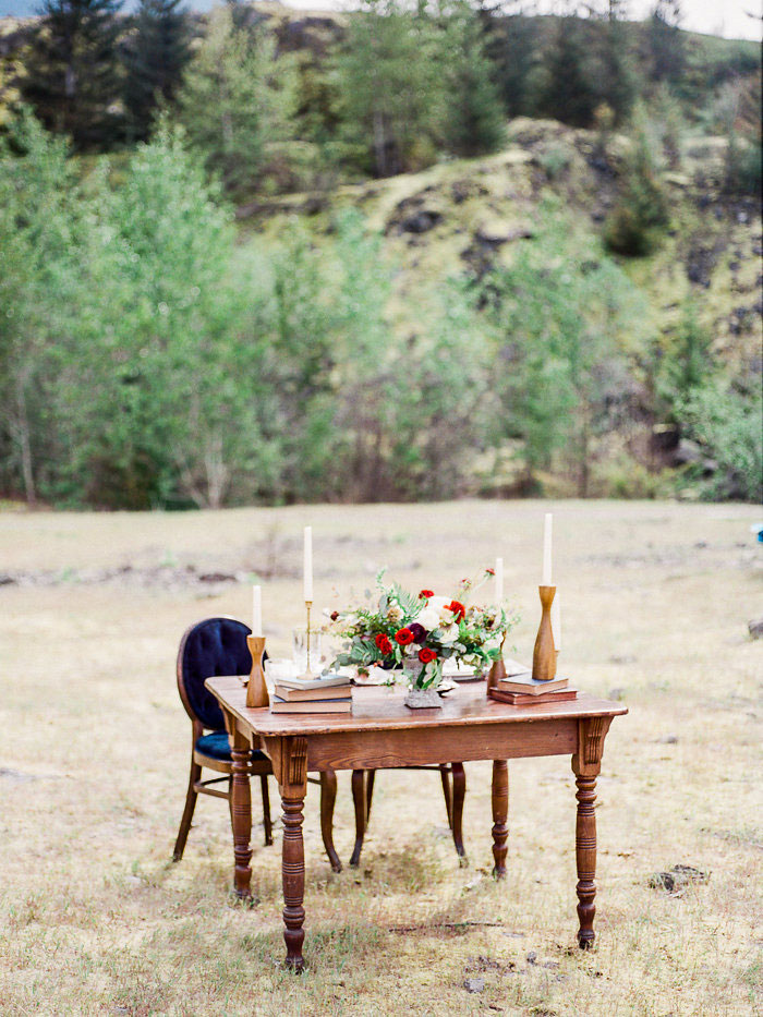 pacific-northwest-columbia-river-rustic-vintage-floral-blue-wedding-inspiration13