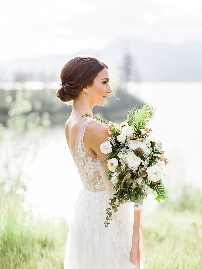 pacific-northwest-columbia-river-rustic-vintage-floral-blue-wedding-inspiration17