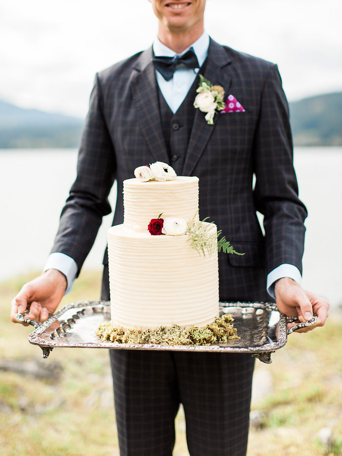 pacific-northwest-columbia-river-rustic-vintage-floral-blue-wedding-inspiration25