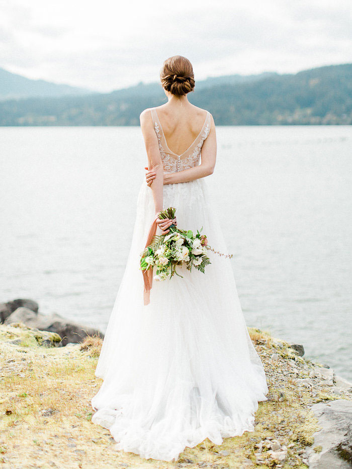 pacific-northwest-columbia-river-rustic-vintage-floral-blue-wedding-inspiration26