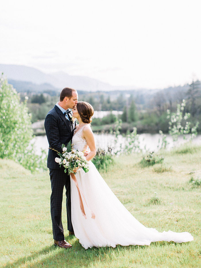 pacific-northwest-columbia-river-rustic-vintage-floral-blue-wedding-inspiration30