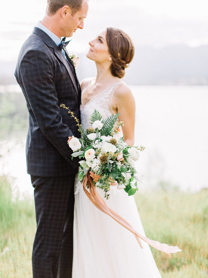 pacific-northwest-columbia-river-rustic-vintage-floral-blue-wedding-inspiration31