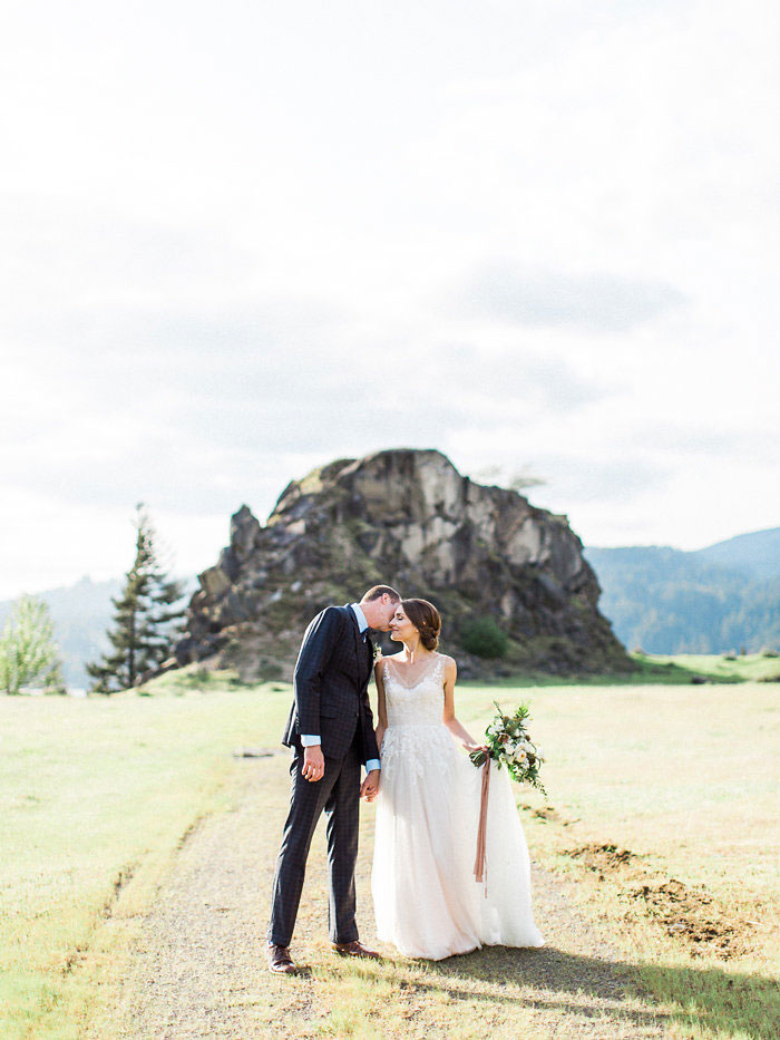 pacific-northwest-columbia-river-rustic-vintage-floral-blue-wedding-inspiration34